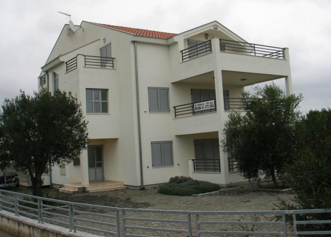 Višestambena zgrada Sukošan